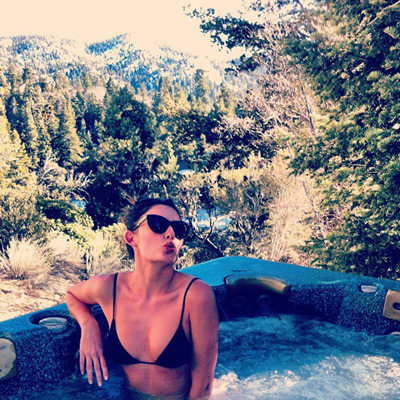 @luvalyssamiller: A little hot tubbin in the wilderness after a day of boarding. Not a bad view