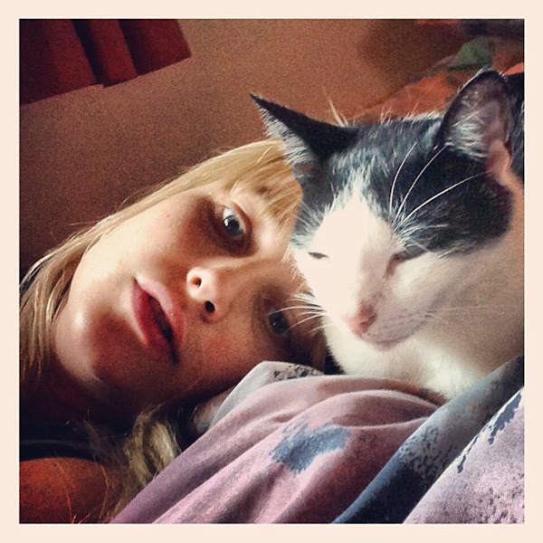 @genevievemorton: Horatio and me having a cuddle
