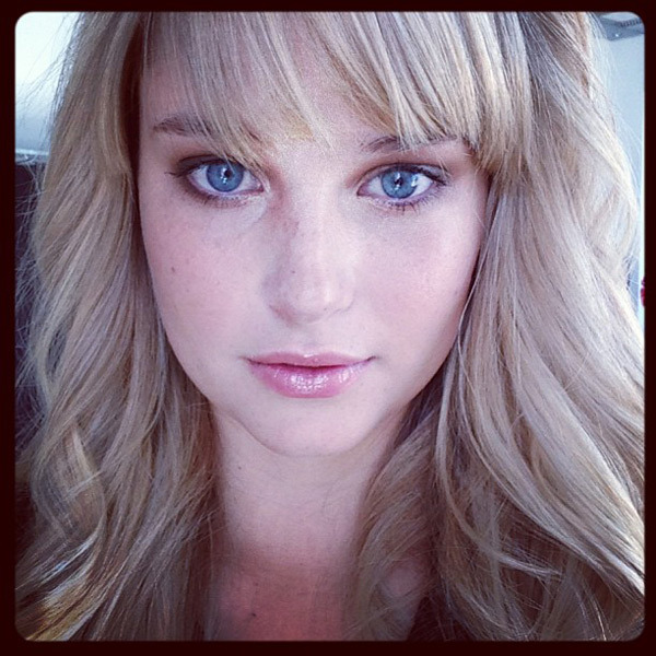 @genevievemorton: I like the make up for today's shoot, very soft