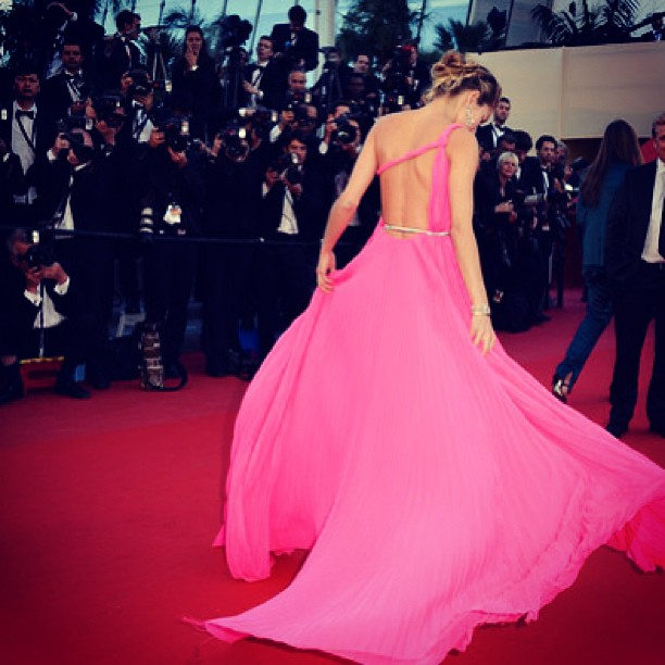 @1jessicahart: Pink And Red! #behindthecandelabra #cannes #pucci #chopard