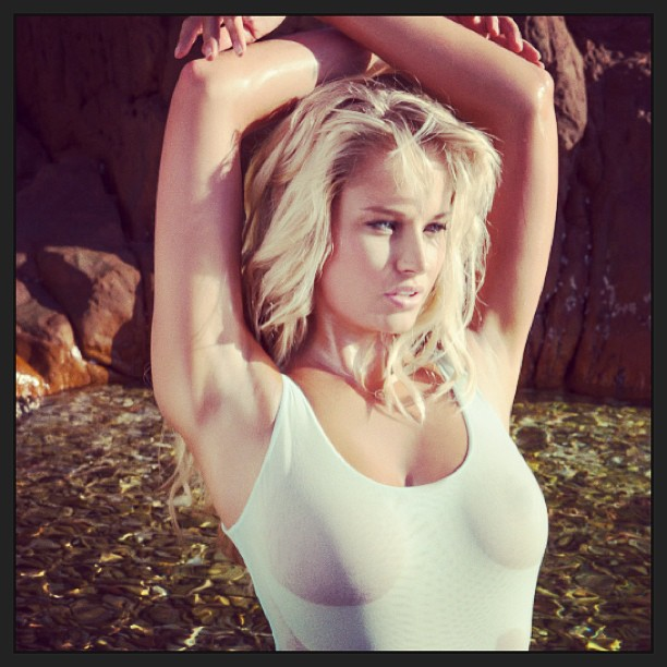 @genevievemorton: Pic of the day #siswimsuit #model