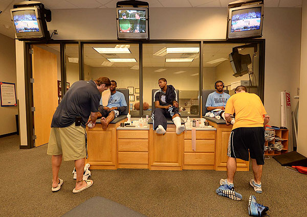 Grizzlies' training table (Robert Beck/SI)