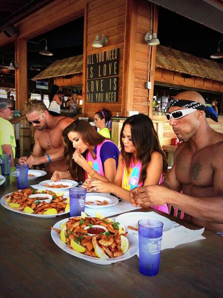 Chrissy and Katherine at shrimp-eating contest :: @chrissy_teigen