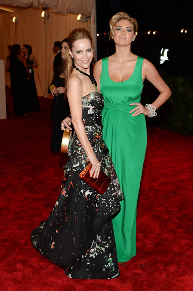 Leslie Mann and  Kate Upton :: Dimitrios Kambouris/Getty Images