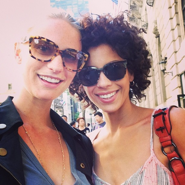 @juliephenderson: Shopping down 5th with @debweinberg