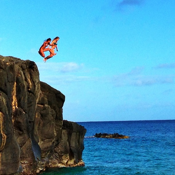 @brunasschmitz: I knew i could fly !! @Keliamoniz @Roxy