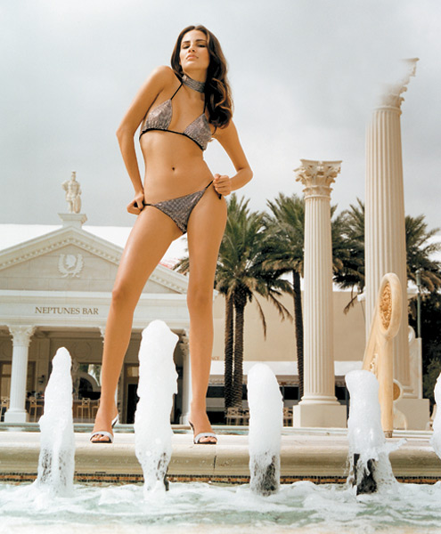 Fernanda Tavares in Las Vegas :: Terry Richardson/SI (2001)