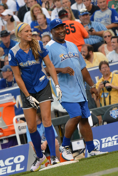 Jennie Finch and Bo Jackson :: Rick Diamond/Getty Images