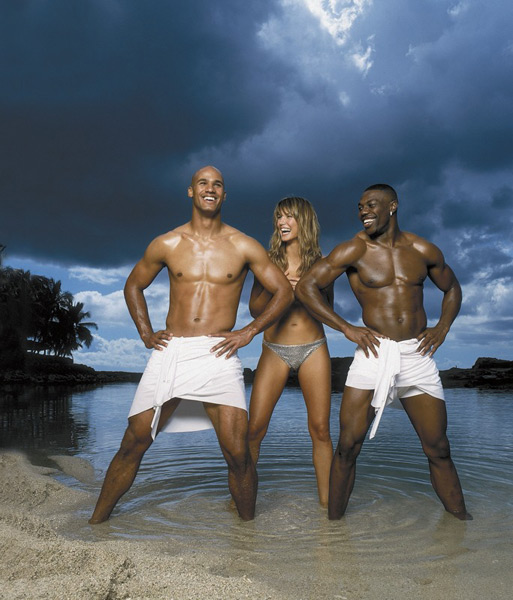 Jason Taylor, Heidi Klum and Eddie George in Oahu, Hawaii :: Walter Iooss Jr./SI (2001)