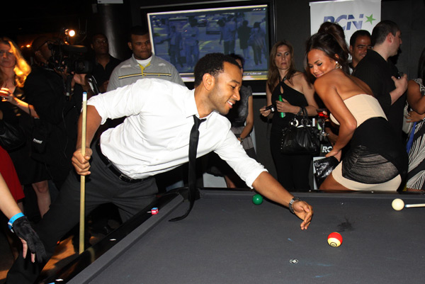 John and Chrissy play billiards during a night out in July 2009 :: Johnny Nunez/WireImage