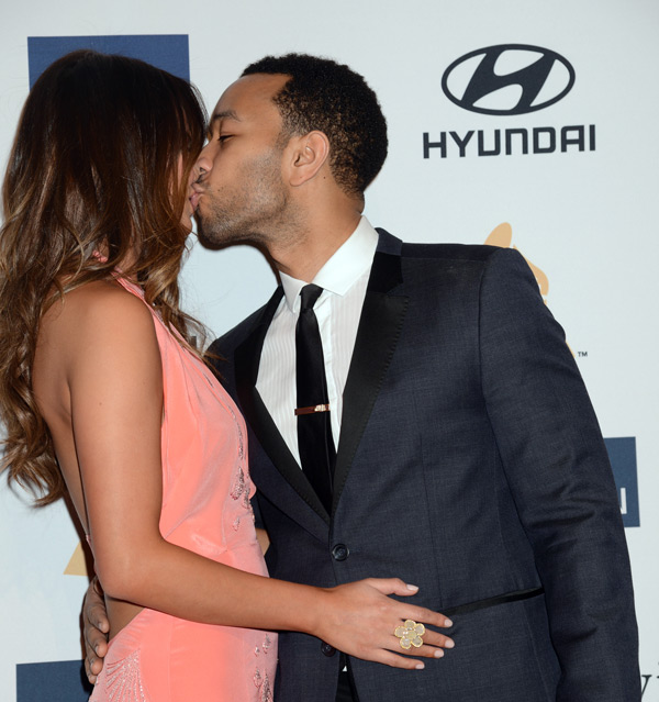John smooches Chrissy on the red carpet at the 2013 Grammy Awards :: Jeff Kravitz/FilmMagic