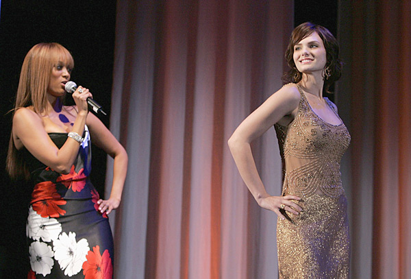 Banks on stage with contestant Jayla at the Cycle 5 Finale Event after-party in Dec 2005. (Mark Mainz/Getty Images)