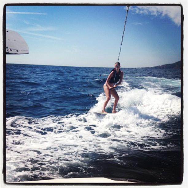 @juliephenderson: First time #wakesurfing not great form but still up on the first try! #beginnersluck #juliehendersonforbastasurf