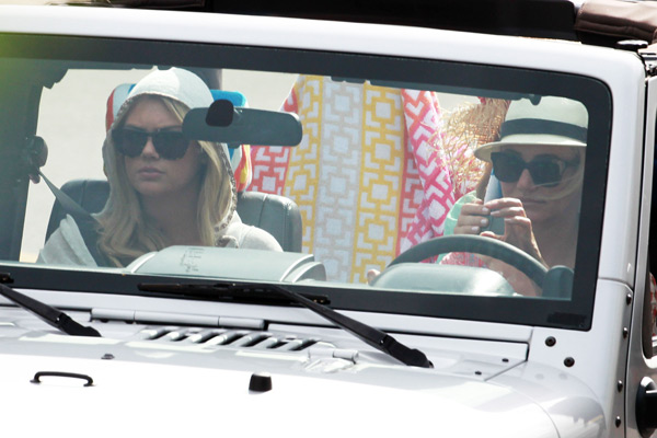 """Kate and Cameron Diaz film a car chase scene for """"The Other Women"""" :: Splash News/Corbis"""