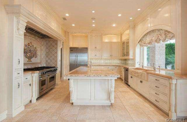 A view of the kitchen in a Newport Coast home recently listed for sale by Kobe Bryant. (listingpointrealty.com)
