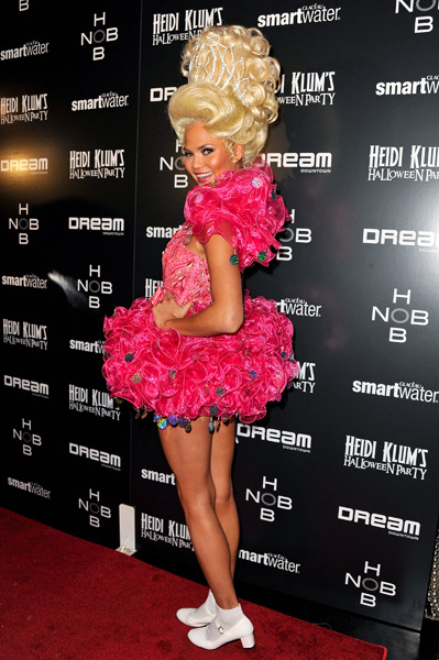 Chrissy Teigen (2011) ::  Getty Images