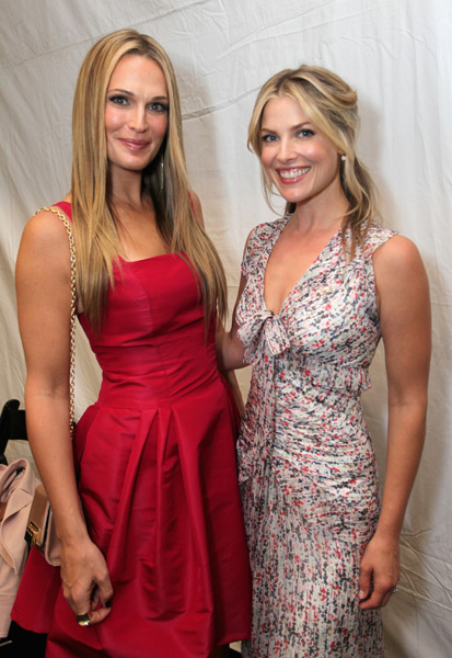 Molly Sims (L) and actress Ali Larter attend the Samsung Galaxy Blue Room at Lincoln Center. (Photo by Donald Bowers/Getty Images for Samsung)