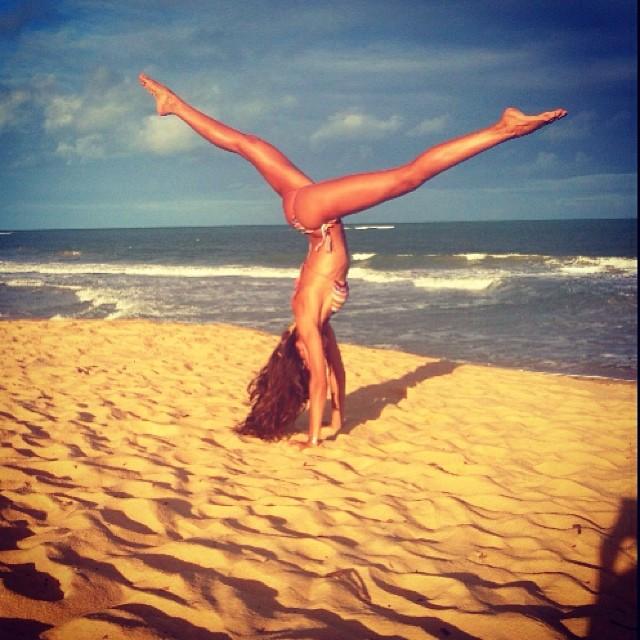 @iza_goulart: Last Day In Trancoso...Watching The Sunset Upside down!!  Último Dia Em Trancoso...Assistindo O Por Do Sol De Cabeça Para Baixo!! Rsrs #motivation #mymove #yoga #beach #sunset #trancoso #lastday