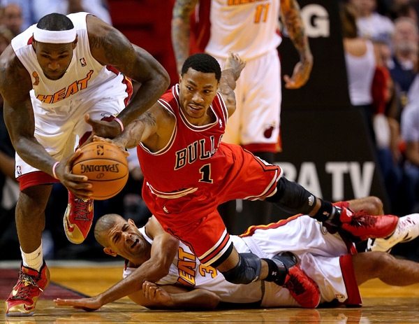 Derek Rose returned to action last night in the Bulls' season opener against the Heat. (Mike Ehrmann/Getty Images)
