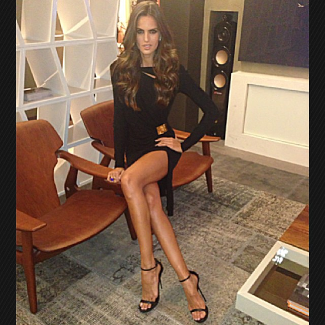 @iza_goulart: Em Porto Alegre Conferindo Os Ambientes Da Dell Anno Na Amostra Casa&Cia 2013 Tonight at the Opening Of Amostra&Cia 2013 Dell Anno Home Styling. Beauty by @rodrigocosta Style by @dudufarias Jewelery by @aravar