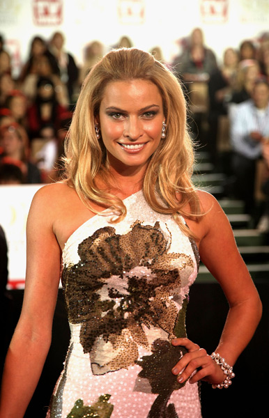 Hinze arrives on the red carpet at the 2008 TV Week Logie Awards in Melbourne. (Kristian Dowling/Getty Images)