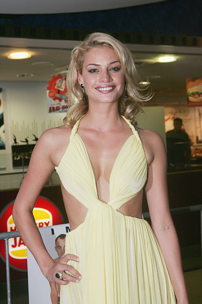 "Hinze poses on the red carpet at the 2005 premiere of ""The Extra"" in Sydney. (Patrick Riviere/Getty Images)"