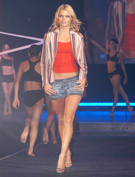 Hinze on the runway during the 2004 Melbourne Fashion Festival. (Regis Martin/Getty Images)