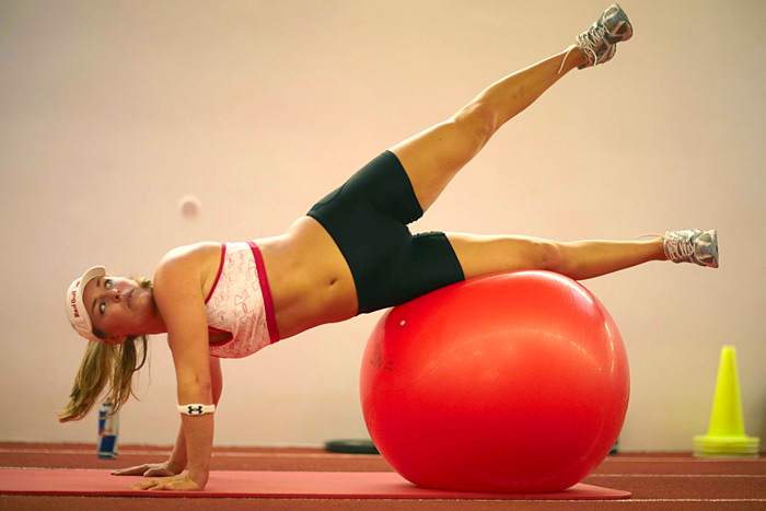 Vonn trains with a physioball in June 2009. (Drew Gardner/SI)