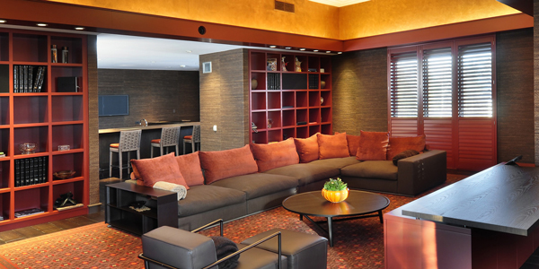 A lounge in Michael Jordan's Chicago-area estate. (ConciergeAuctions.com)