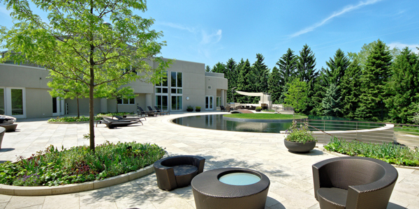 An exterior shot of Michael Jordan's Chicago-area estate. (ConciergeAuctions.com)