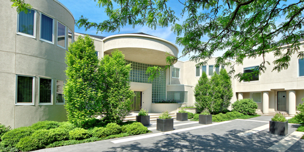 An entrance to Michael Jordan's Chicago-area estate. (ConciergeAuctions.com)