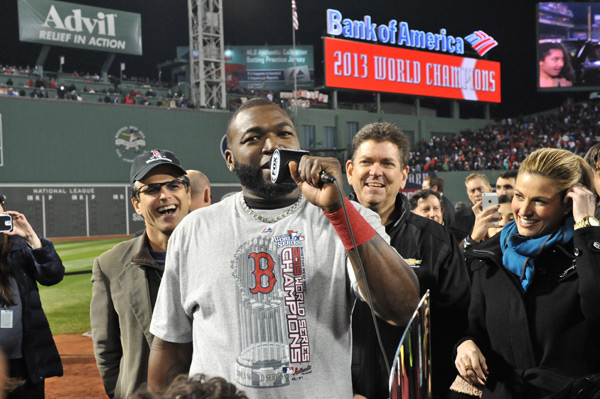 David Ortiz speaks to the fans after the game. (Michael Tureski/Icon SMI)