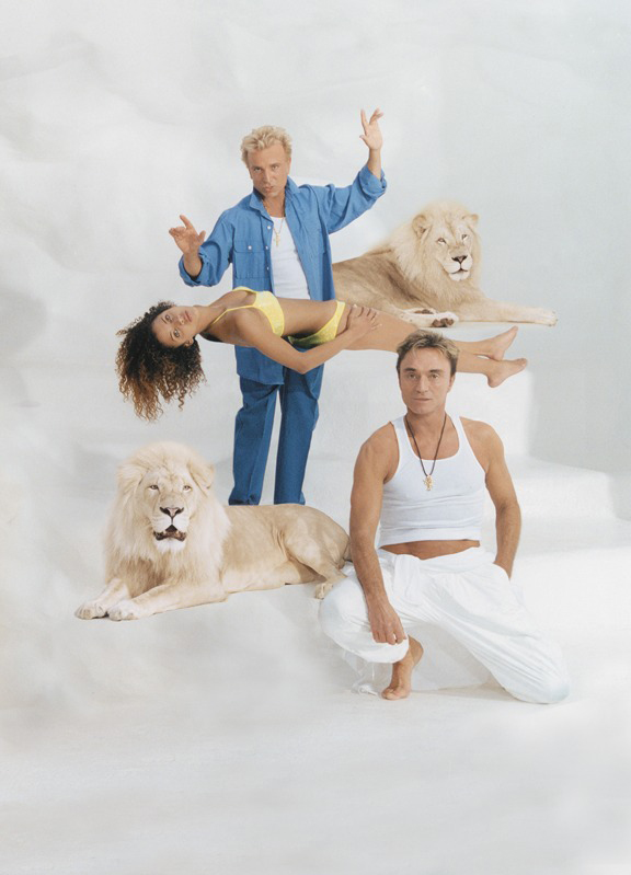 Noemie Lenoir with Siegfried & Roy  ::  Terry Richardson/SI
