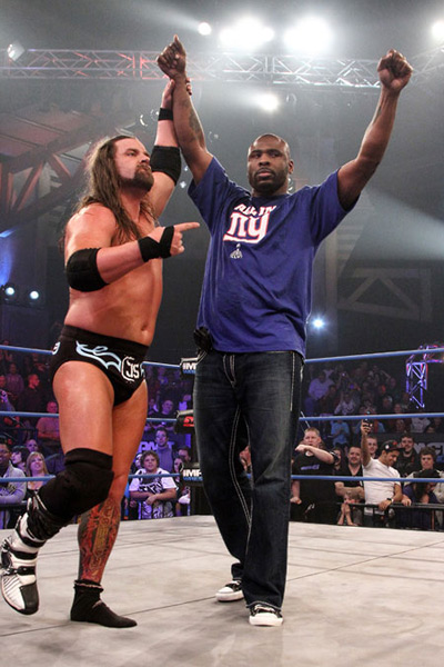 Brandon Jacobs and James Storm (2010) :: Courtesy of TNA IMPACT Wrestling