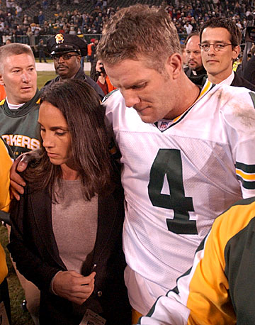 Ahman Green and Brett Favre :: JEFF KOWALSKY/AFP/Getty Images