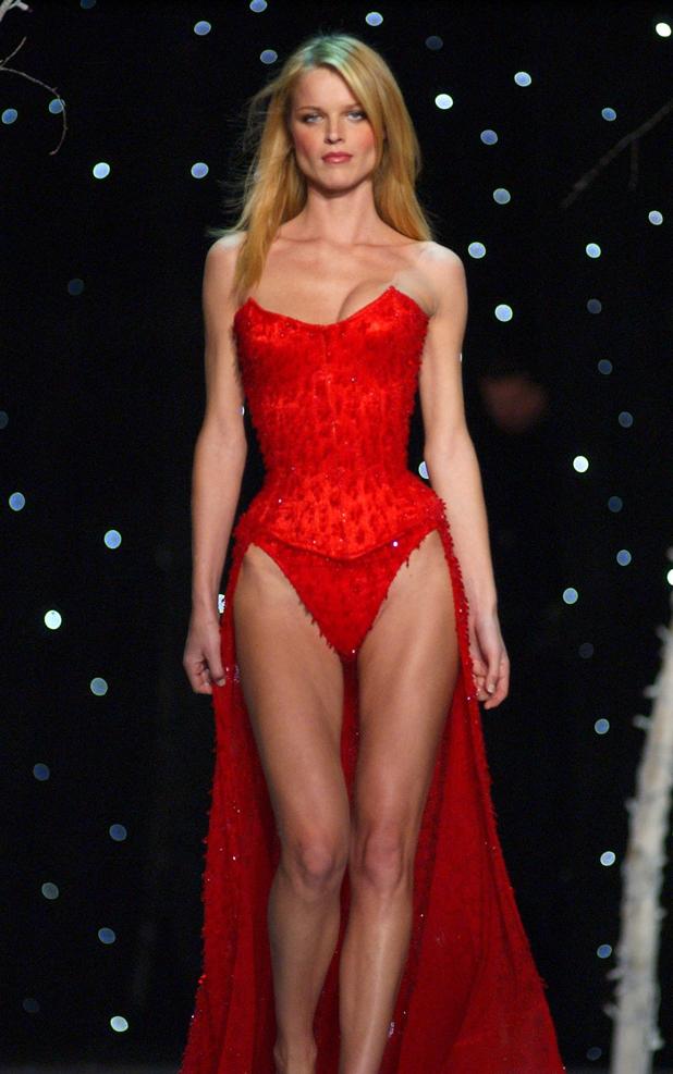 Victoria's Secret, 2001  ::  KMazur/WireImage