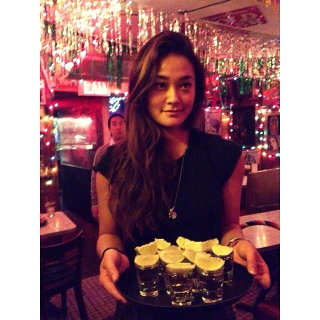 @jarahm: Night job super hula-hOOped my money maker 2min challenge free shots for the table happy bday mamacita @rosa_mundo #tortillaflats #hulanight