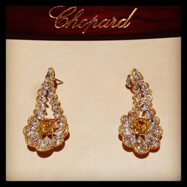 @pnemcova This yellow #diamond baby's from @CHOPARD deserve a close up. #fashion #jewlery #gift #baku #azerbaijan