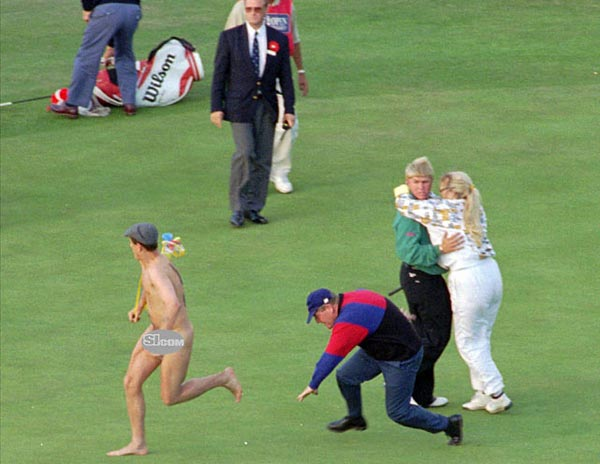 John Daly and his wife, Paulette, watch a streaker being tackled on the 18th green at St. Andrews.