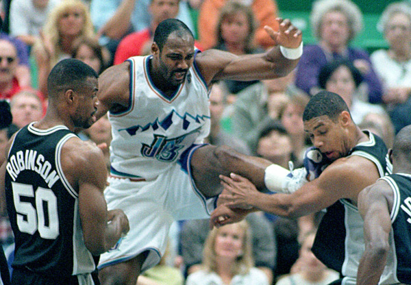 Karl Malone and Tim Duncan (1998) :: Fred Hayes/REUTERS
