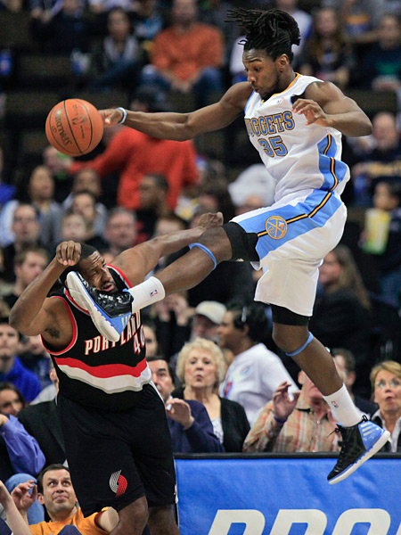 Kenneth Faried and Kurt Thomas (2012) :: AP Photo/Barry Gutierrez