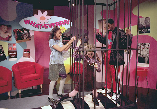 "Kobe Bryant, Amanda Bynes and Christy Knowings during taping of ""What Ever"" (1998) :: AP"