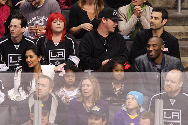 Kobe Bryant and family at Los Angeles Kings game (2012) :: Noel Vasquez/Getty Images