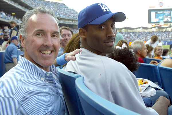 Kobe Bryant and  Dodgers owner Frank McCourt (2004) ::  Jon Soohoo/WireImage