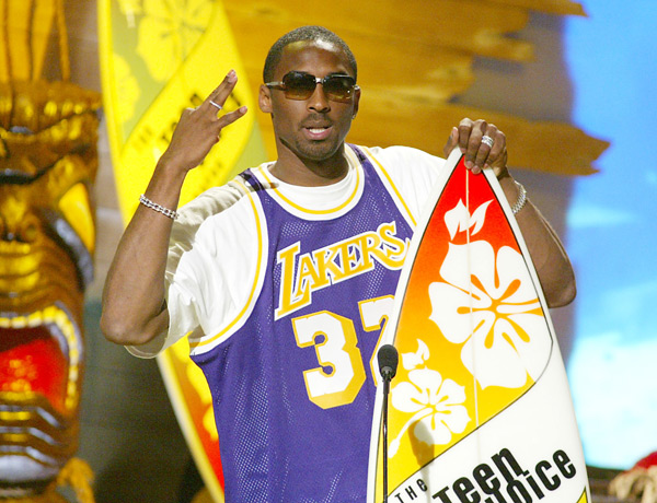 Kobe Bryant at the Teen Choice Awards (2002) :: Kevin Winter/Getty Images/Fox
