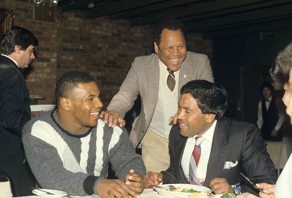 Mike Tyson and Jose Torres (r) :: Manny Millan/SI