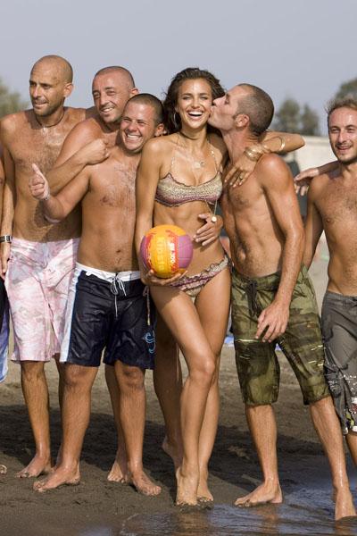Irina Shayk and friends, 2009 :: Ricardo Tinelli/SI