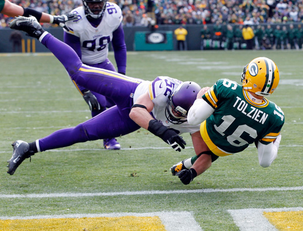 Scott Tolzien and Chad Greenway :: AP Photo/Mike Roemer