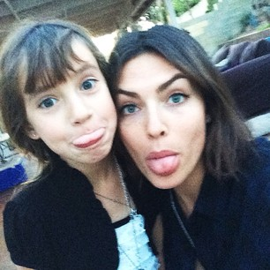 @luvalyssamiller Cut from the same cloth #sisterselfie #californiachristmas