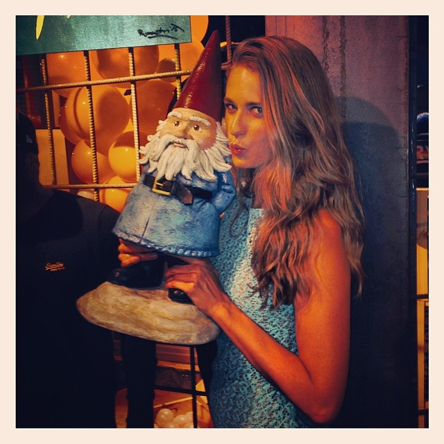 @juliephenderson: Starstruck meeting the @roaminggnome at my @superdryusa event #miami #miamiartbasel #travelocitygnome